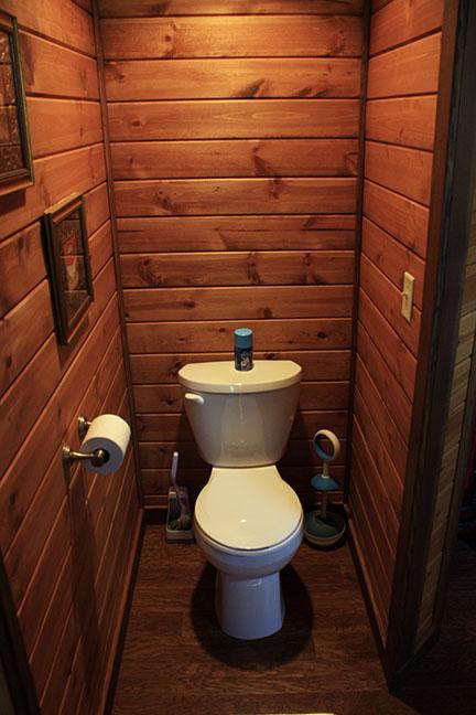Cabin9_toilet copy.jpg