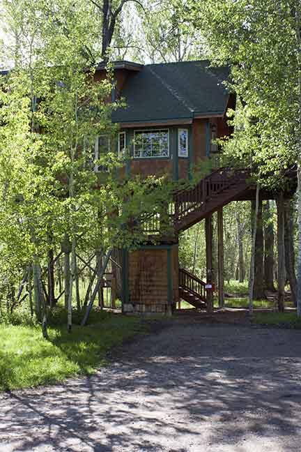 Cabin_10_exterior1_small.JPG