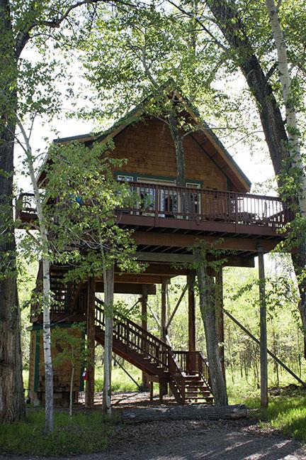 Cabin_10_exterior2.jpg