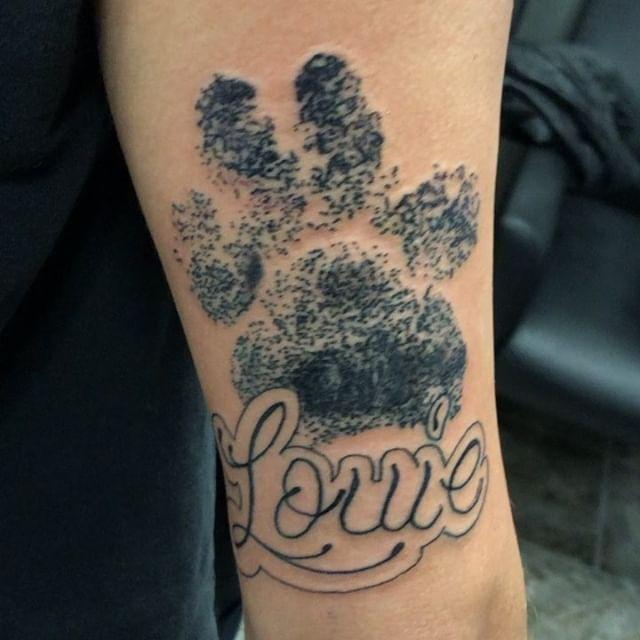 Got to do this one today R.I.P . . . #tattoo #letteringtattoo #dogsofinstagram #dog #pawprinttattoo #fun #missouri #puppy #louie #happy #girlswithtattoos #blackandgreytattoo #tattoos #firsttattoo #walkins
