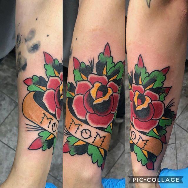 Fun walk-in from today! . . . #tattoo #traditionaltattoos #traditionalrosetattoo #rose #rosetattoo #bold #fun #mo #stl #ilovetattooing #flashtattoo #momtattoo #girlswithtattoos #trad #flash #thursday #traditional #walkintattoo