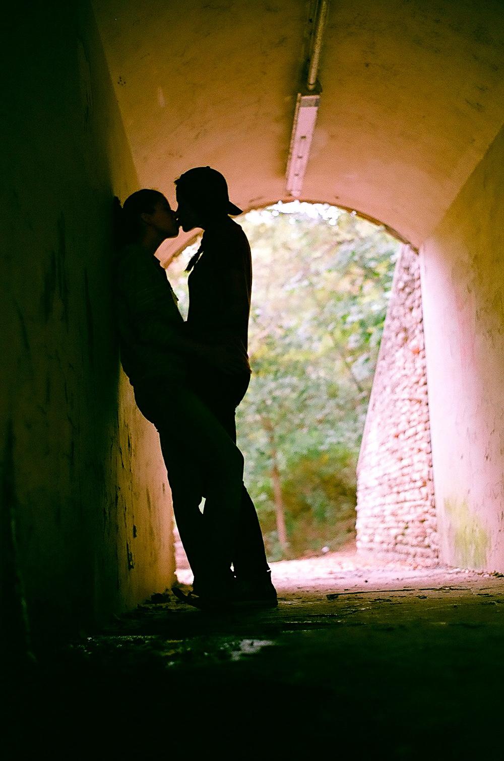 tunnel kiss