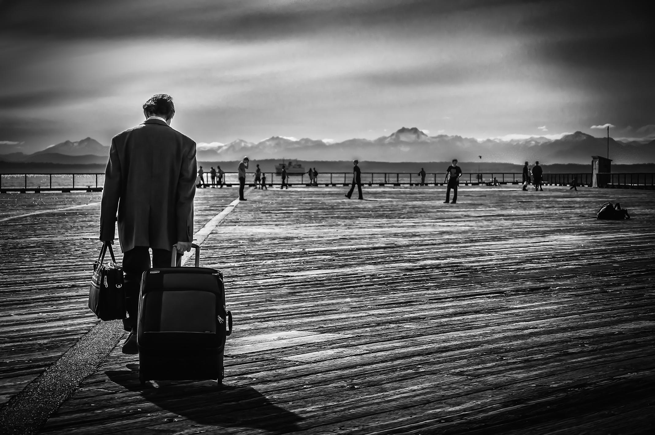 The Traveller - Seattle, WA - U.S.A. Nikon D90 - Nikkor 18-105mm f/3.5-4.5