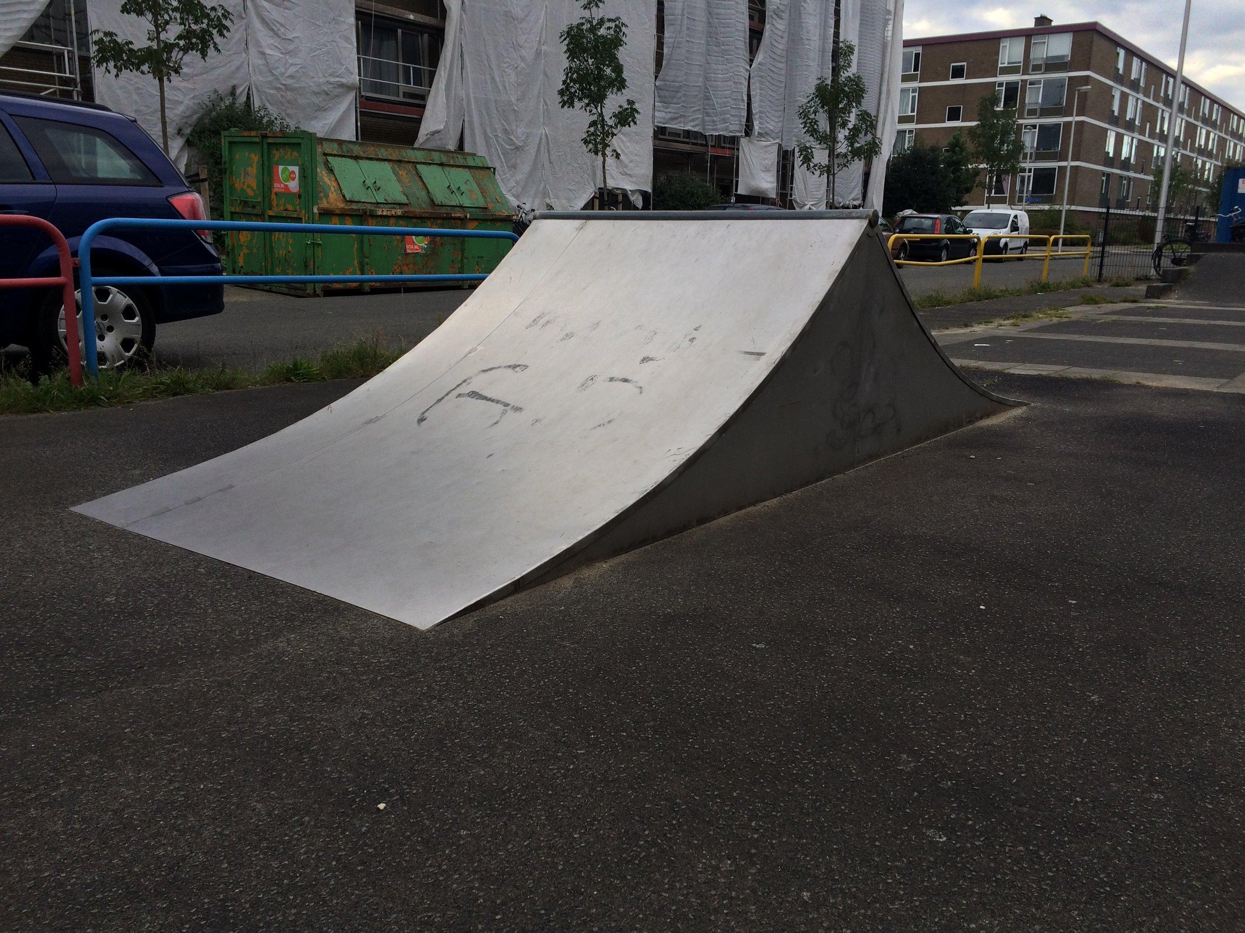 Los toestel geplaatst op asfalt ondergrond in Utrecht.