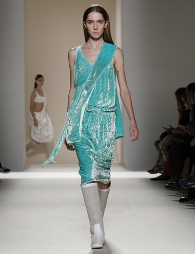Victoria Beckham Spring '17. Crushed velvet and Go-go inspired boots.