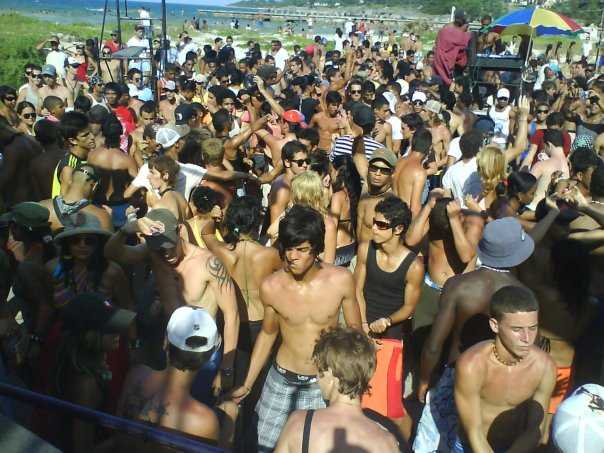 A crowd of Cuban EDM fans at Rotilla (photo courtesy of Diddier Santos)