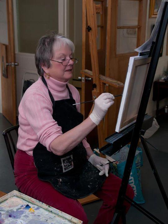 Artist Julie Dameron painting at The Creative Center. Photographer Steve Brenneis