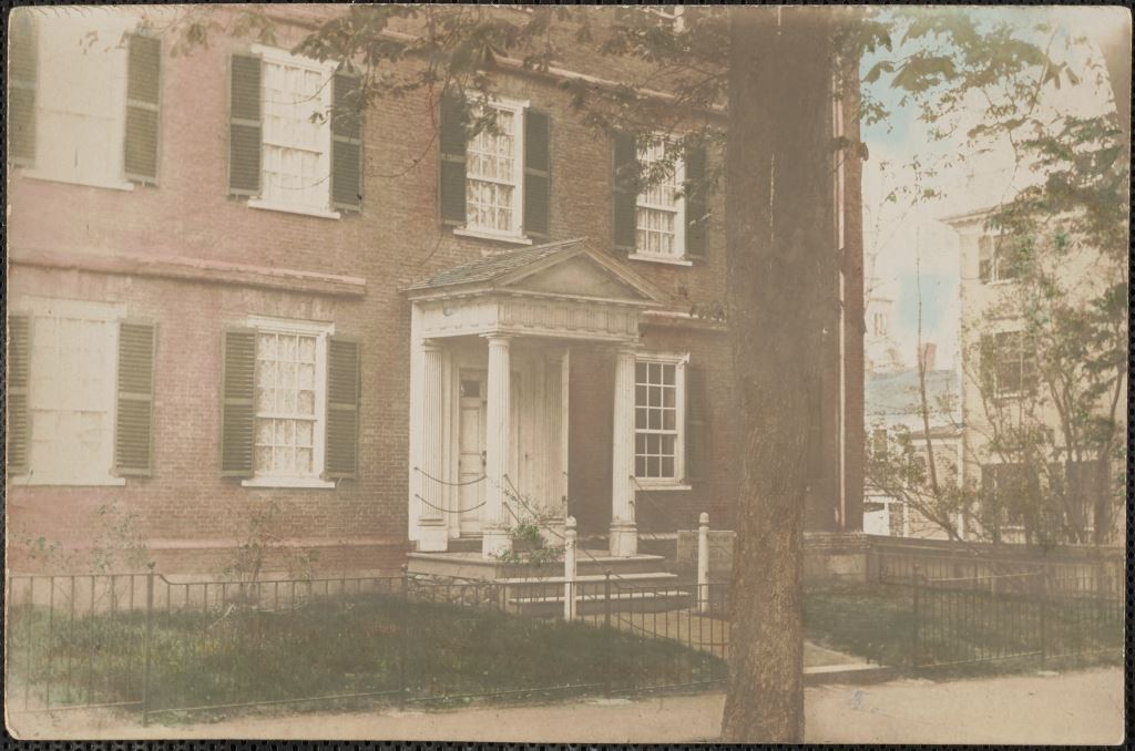 Wallace Nutting House at Washington and Green Streets
