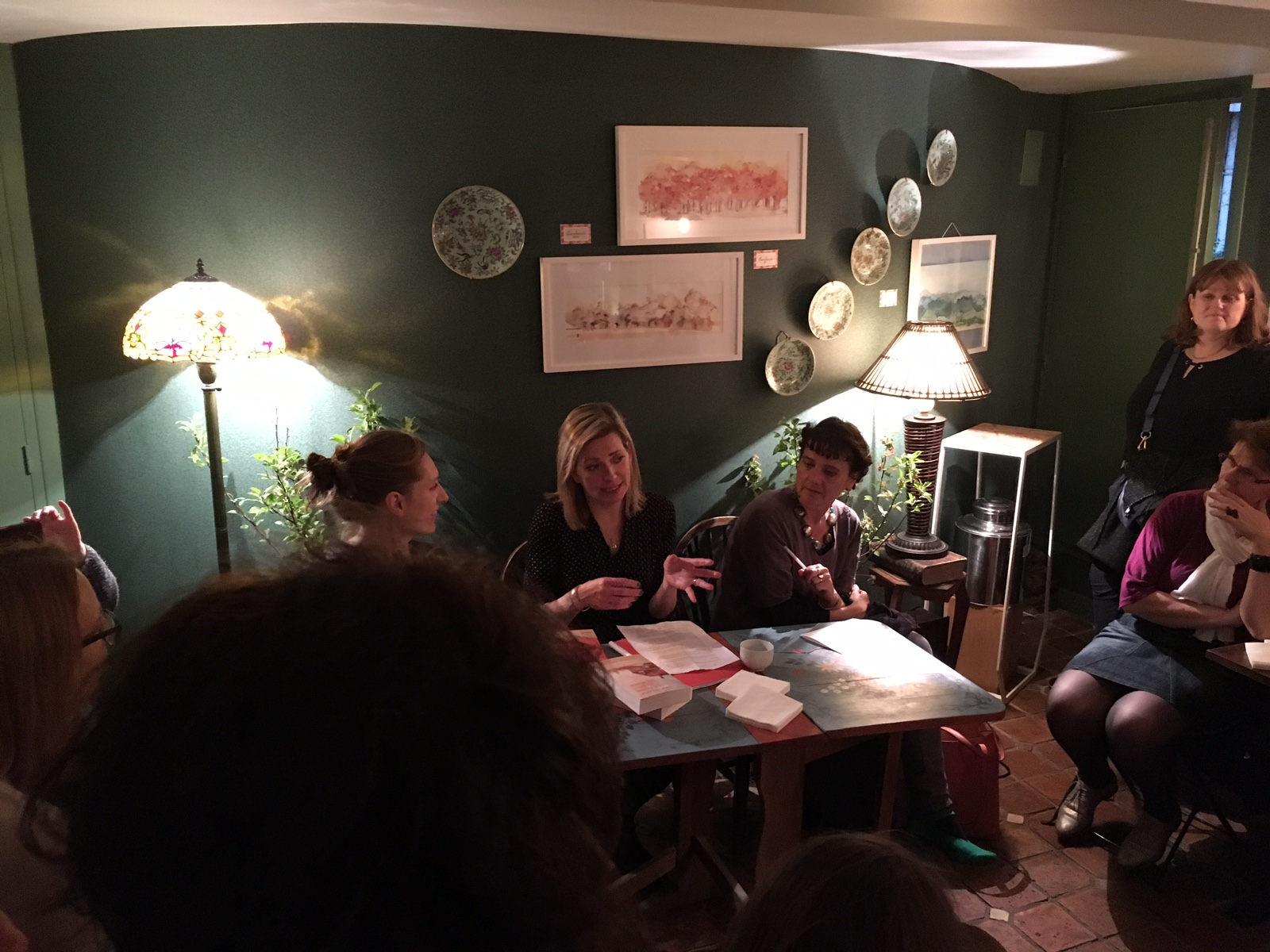 At Thé-rittoire, Paris, discussing La Ferme, and answering questions from bloggeurs, some of whom I recognised from my previous French launch.