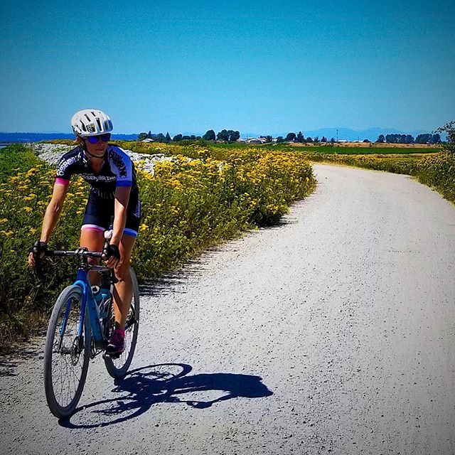 #tbt to sunny skies, hot temps and outdoor rides. I've been a sugar cube this winter, only riding inside on the trainer. It just feels so hard to go embrace the cold, today there's yet another another freezing monsoon. 🤷♀️ 🌧 ❄️ #cyclelikeagirl #missingsummer #seenonmyride #monsoonoutside