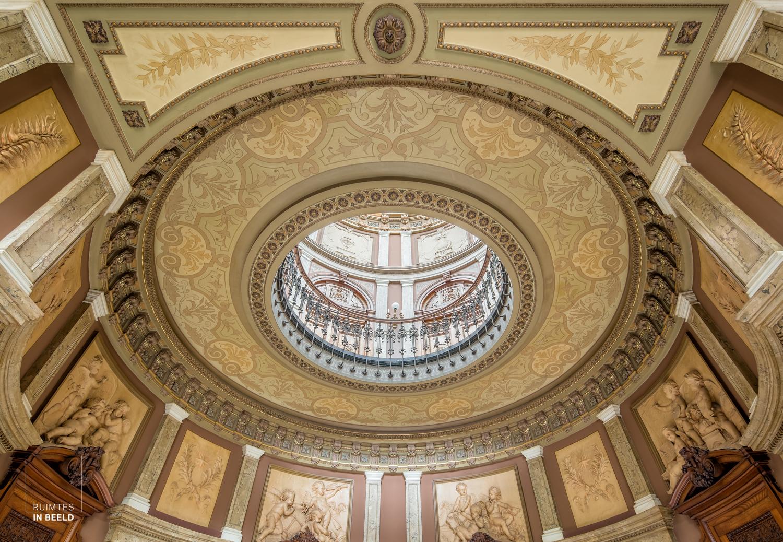 Plafond in de ontvangsthal in het Teylers museum in Haarlem | Ceiling in hall ofTeylers museum Haarlem, Netherlands