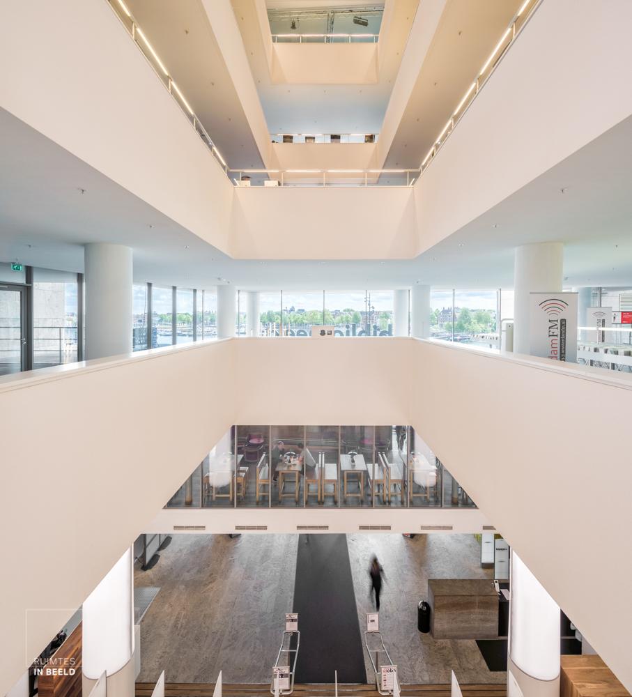 Interieur van de Openbare bibliotheek Amsterdam OBA   Interior of Amsterdam public library