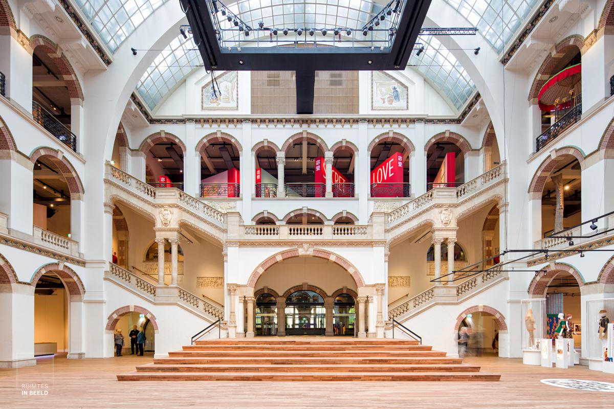 Lichthal in het Tropenmuseum   Main hall in the Tropenmuseum, Amsterdam, Netherlands