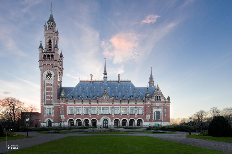 Voorkant van het Vredespaleis aan de Carnegielaan in Den Haag | Frontal view of the Peace Palace in The Hague