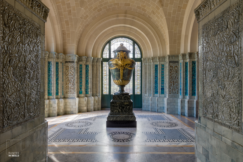 Vaas geschonken door Tsaar Nicolas II in het Vredespaleis | Vase in the Peace Palace, a gift of the Russian Emperor Nicolas II