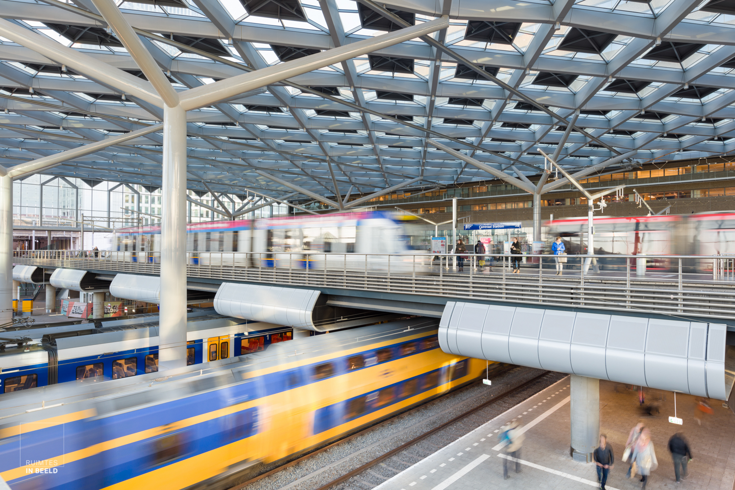 Dynamisch beeld van het vernieuwde Centraal Station in Den Haag | Dynamic image of the renewed Central Station in The Hague, Netherlands