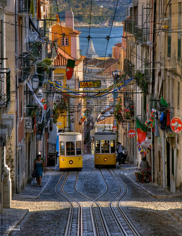 Trams in steile straat