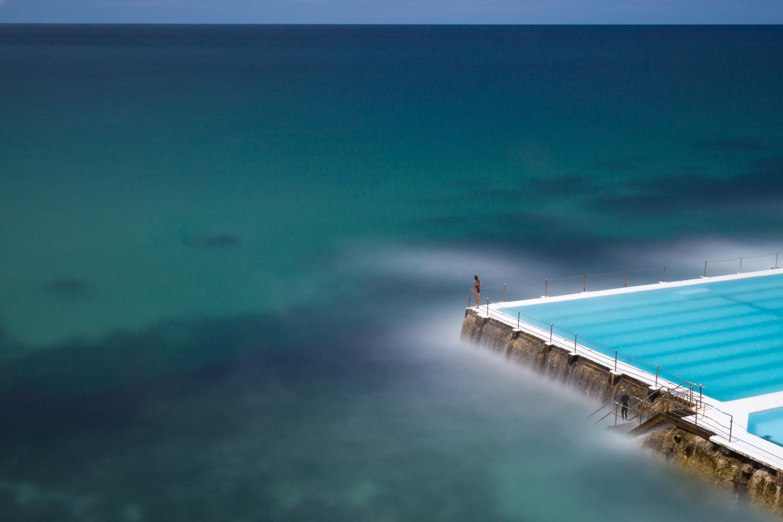 Icebergs, het beroemde zwembad in Bondi Beach, Sydney, verstild weergegeven door het gebruik van lange sluitertijd
