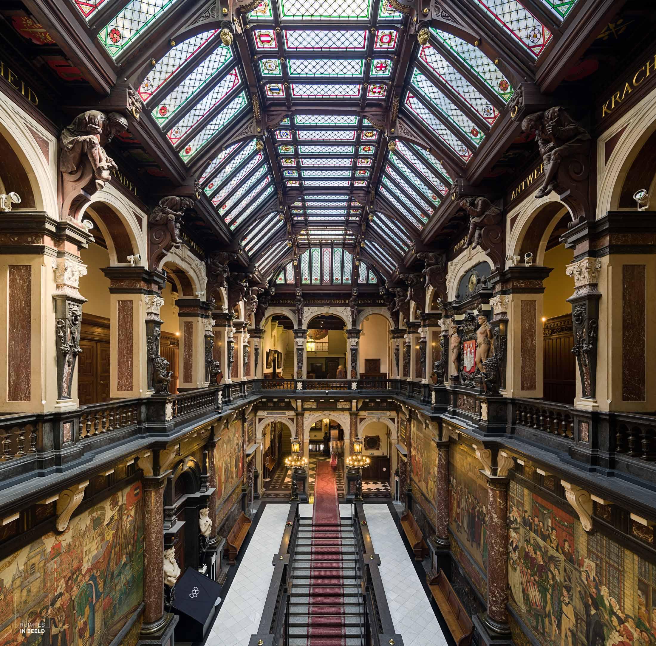 Hal in stadhuis van Antwerpen | Main hall in Antwerp city hall