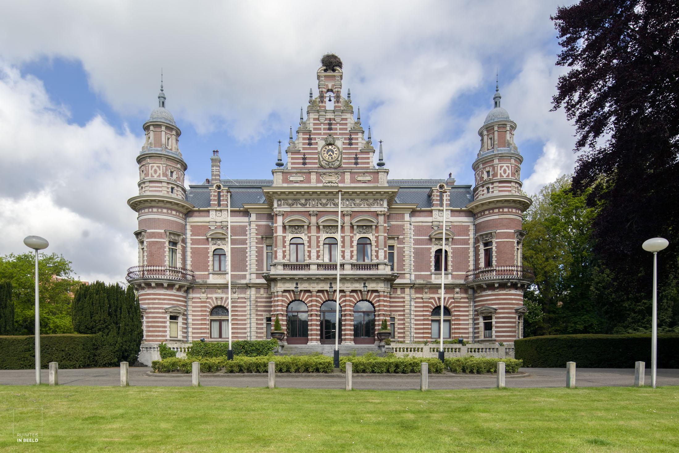 Buitenkant van Kasteel Oud-Wassenaar   Exterior facade of Oud-Wassenaar Castle