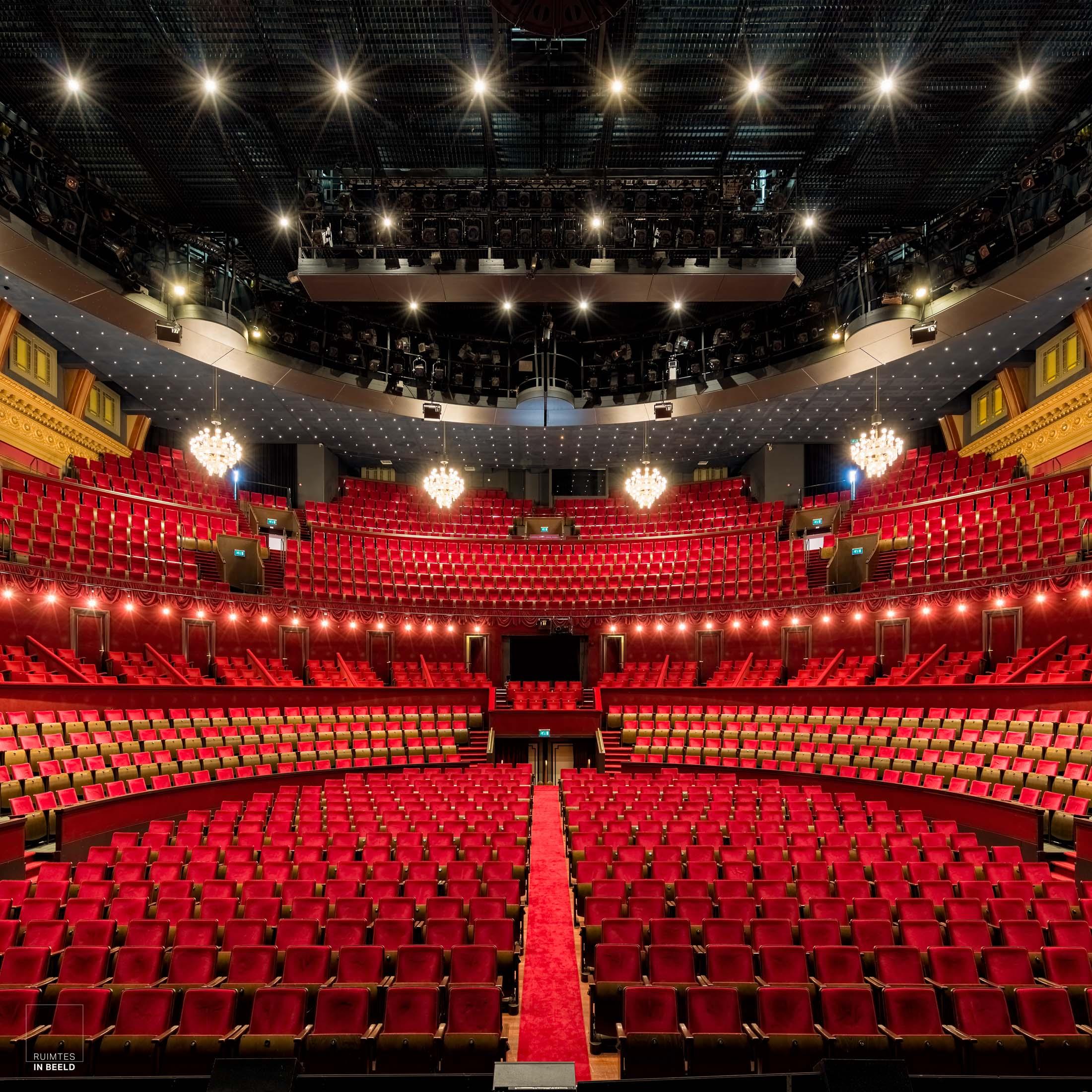 Grote zaal van Koninklijk Theater Carré in Amsterdam | Interior of Royal Theater Carré in Amsterdam, Netherlands