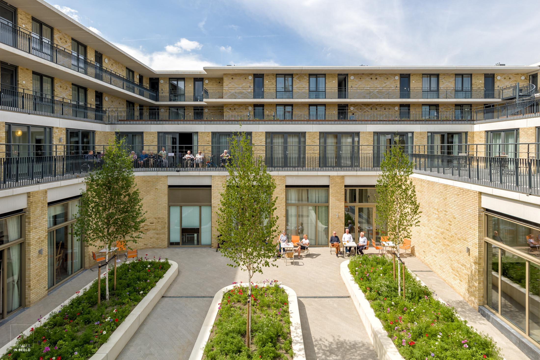 Bij het fotograferen van zorggebouwen is een van de uitdaging voor de architectuurfotograaf om levendigheid te tonen in gebouwen die vaak erg rustig zijn.