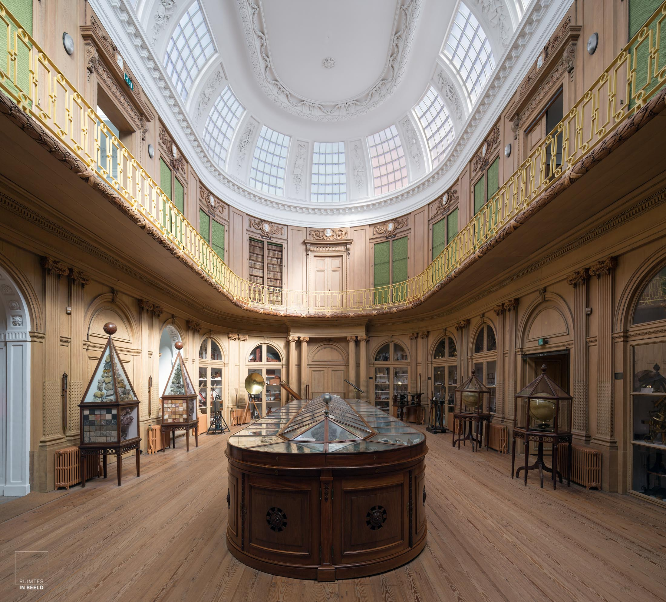 Ovale zaal in het Teylers museum in Haarlem | Oval room in Teylers museum Haarlem, Netherlands