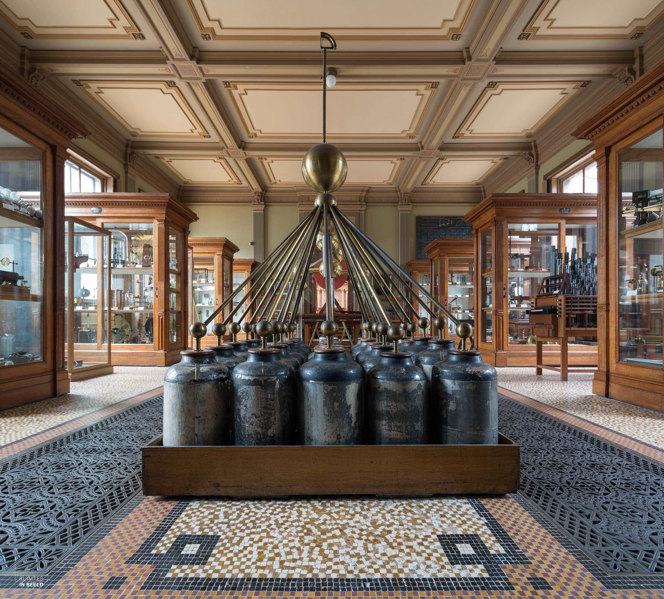 instrumentenzaal in het Teylers museum in Haarlem | Instruments room in Teylers museum Haarlem, Netherlands