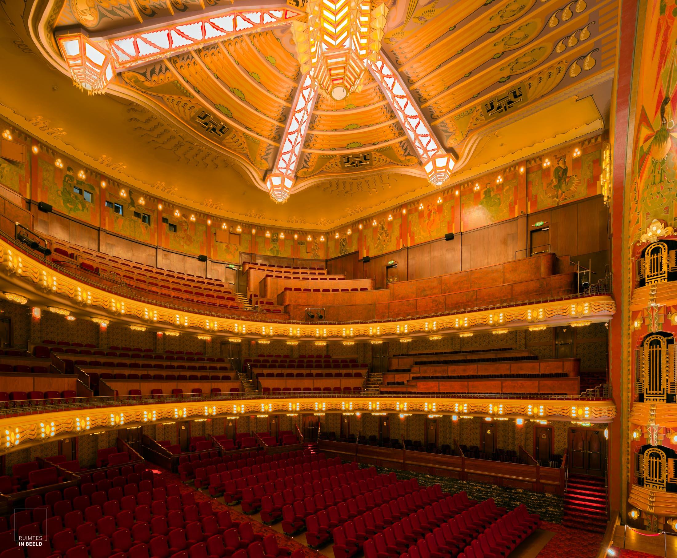 Grote zaal in het Tuschinski theater in Amsterdam   Amsterdam Tuschinski theater main hall