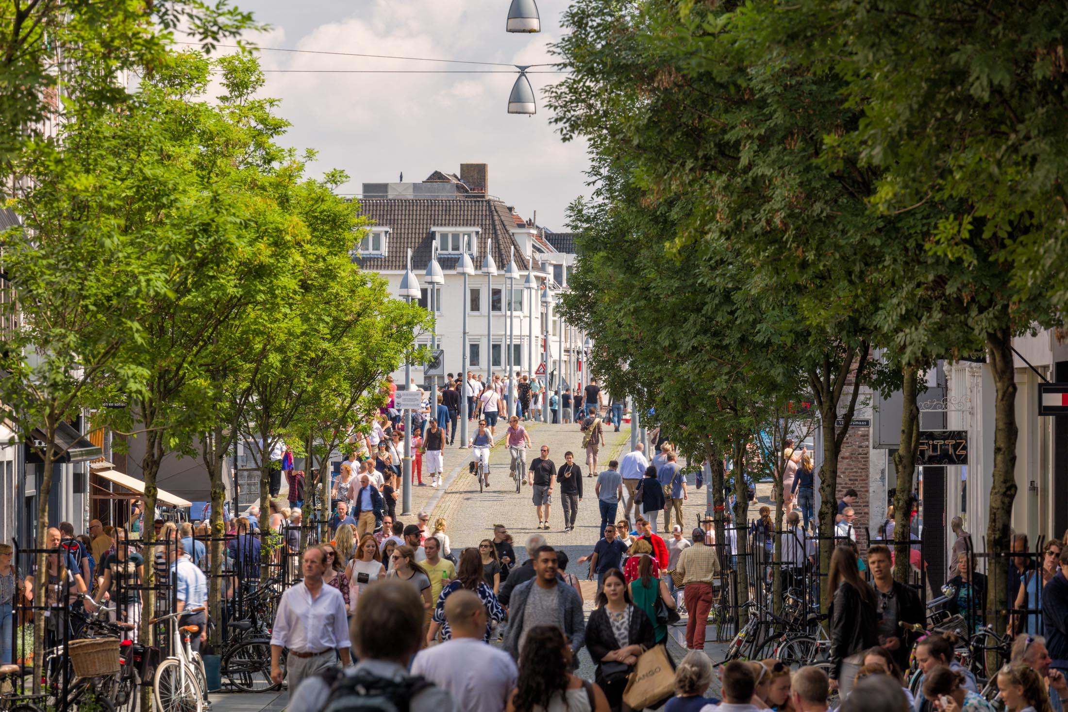 Maastricht-Maastrichter-Brugstraat-2.jpg