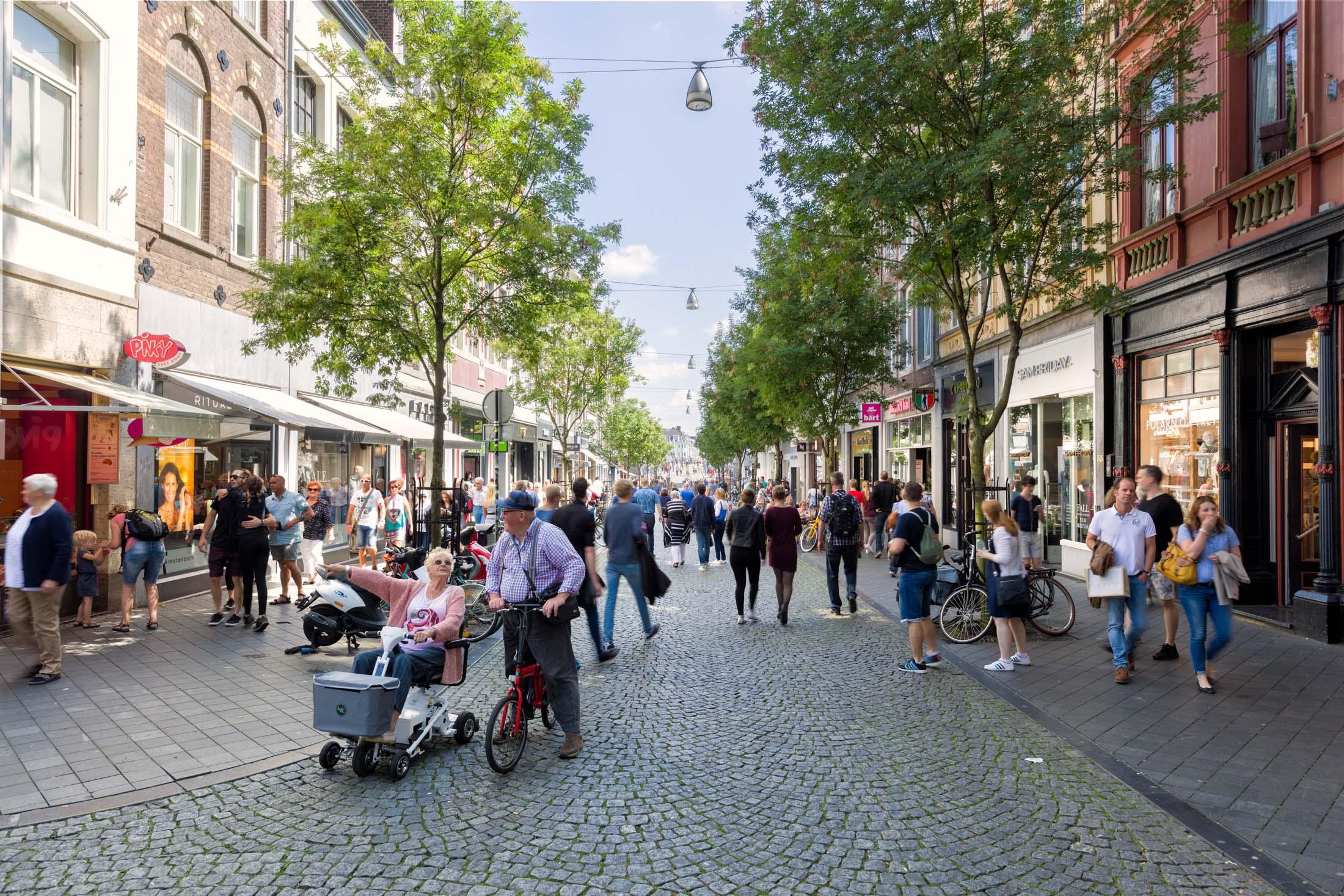 Maastricht-Maastrichter-Brugstraat.jpg