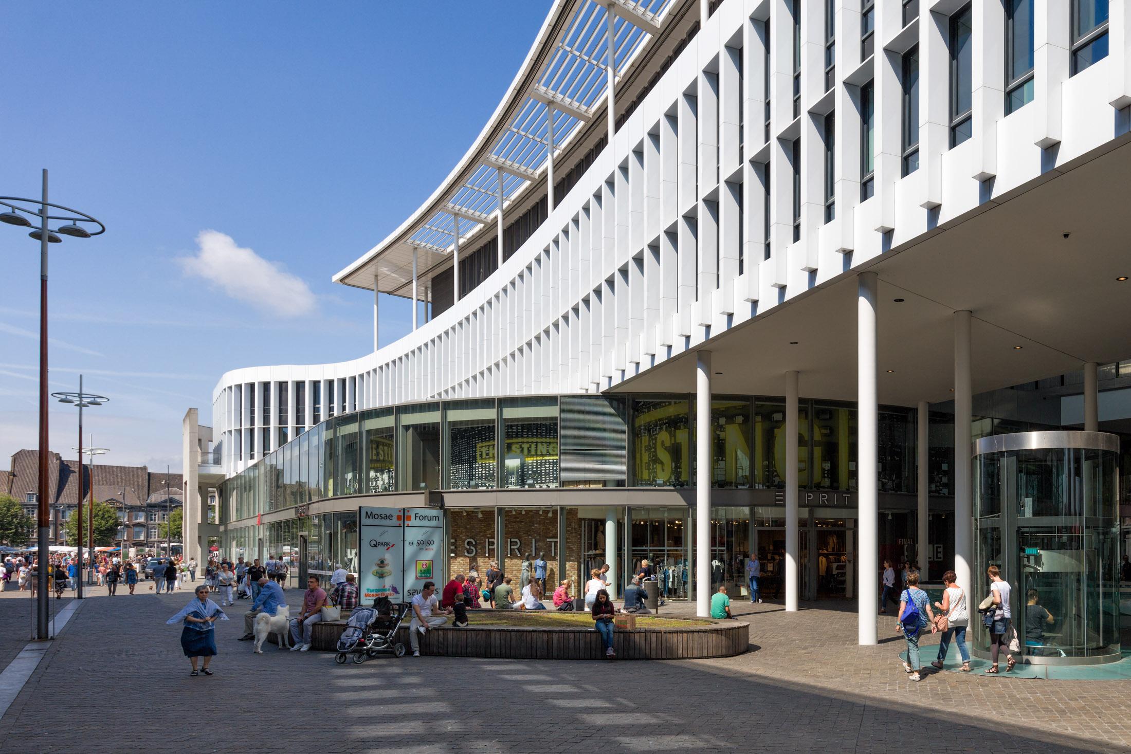 Maastricht-Mosae-Forum-3.jpg
