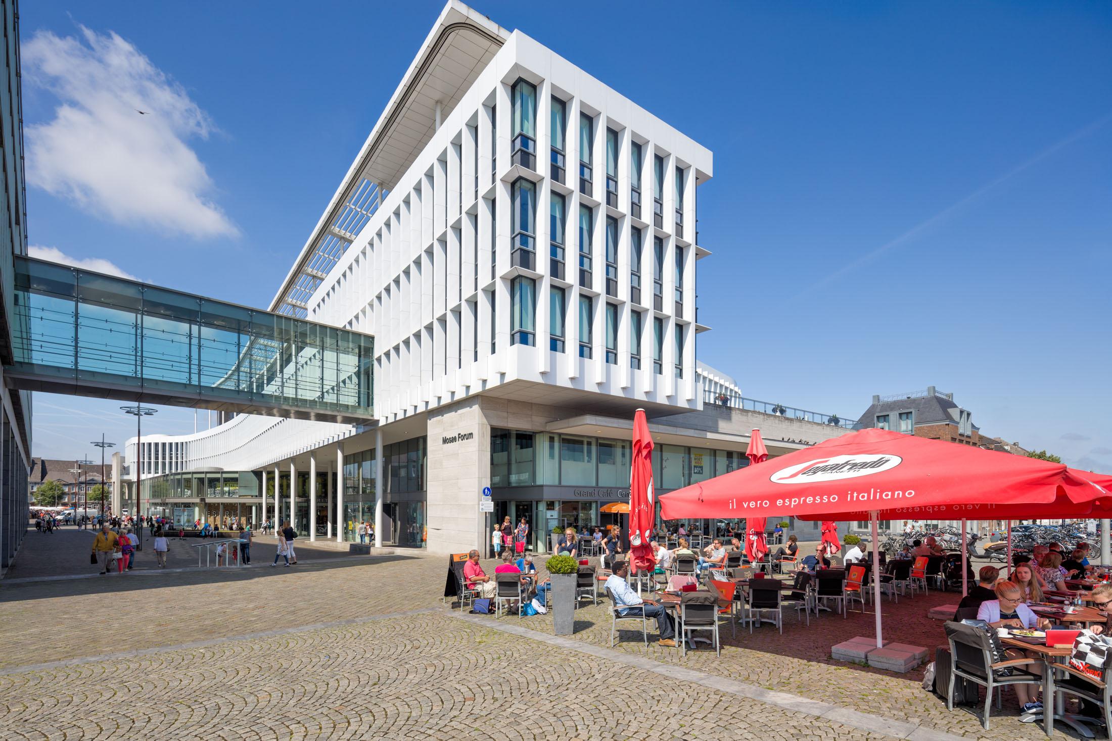 Maastricht-Mosae-Forum.jpg