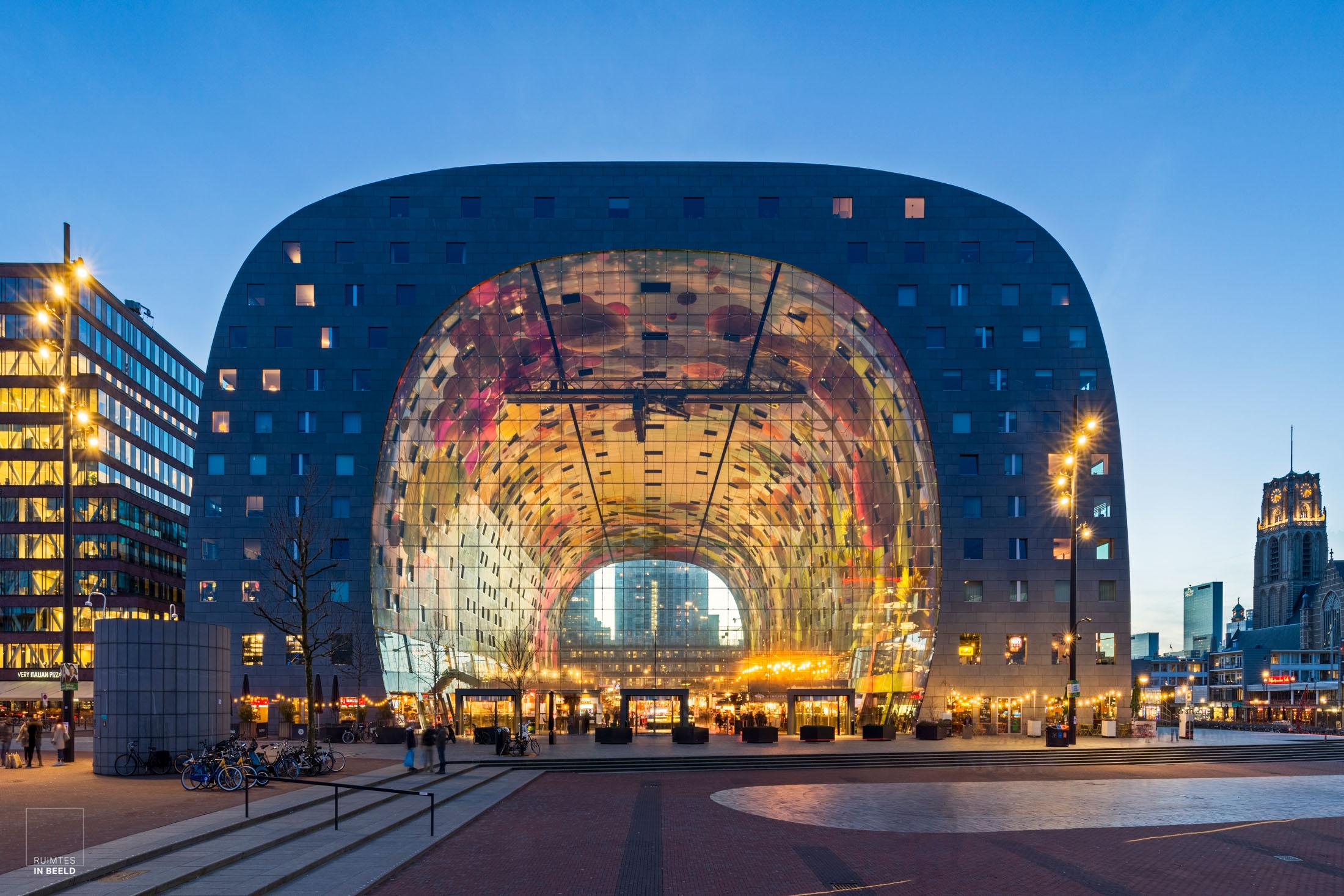 Markthal Rotterdam bij zonsondergang| Market hall, Rotterdam Netherlands, at sunset