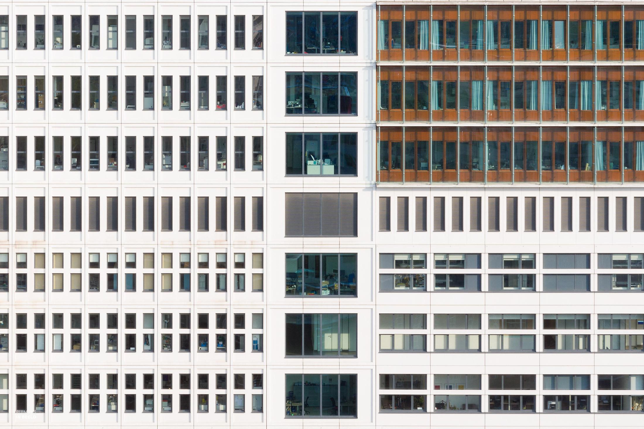 Deel van de gevel van het Erasmus MC in Rotterdam, gefotografeerd voor  EGM Architecten