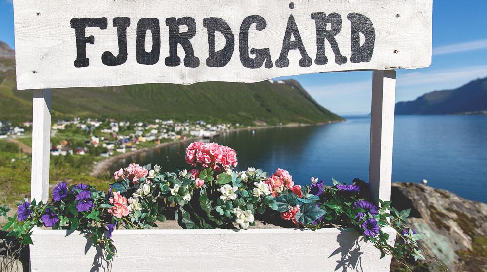 Vilkommen til Fjordgård sign.