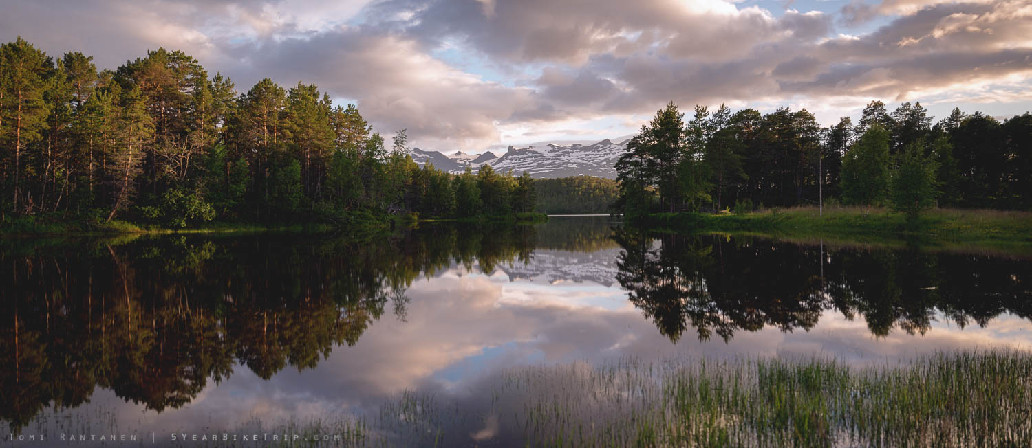 Notvann river view with a mountain in the distance.