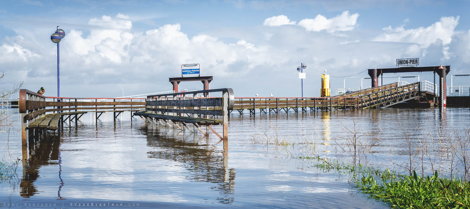 Pier under water in Nordenham.