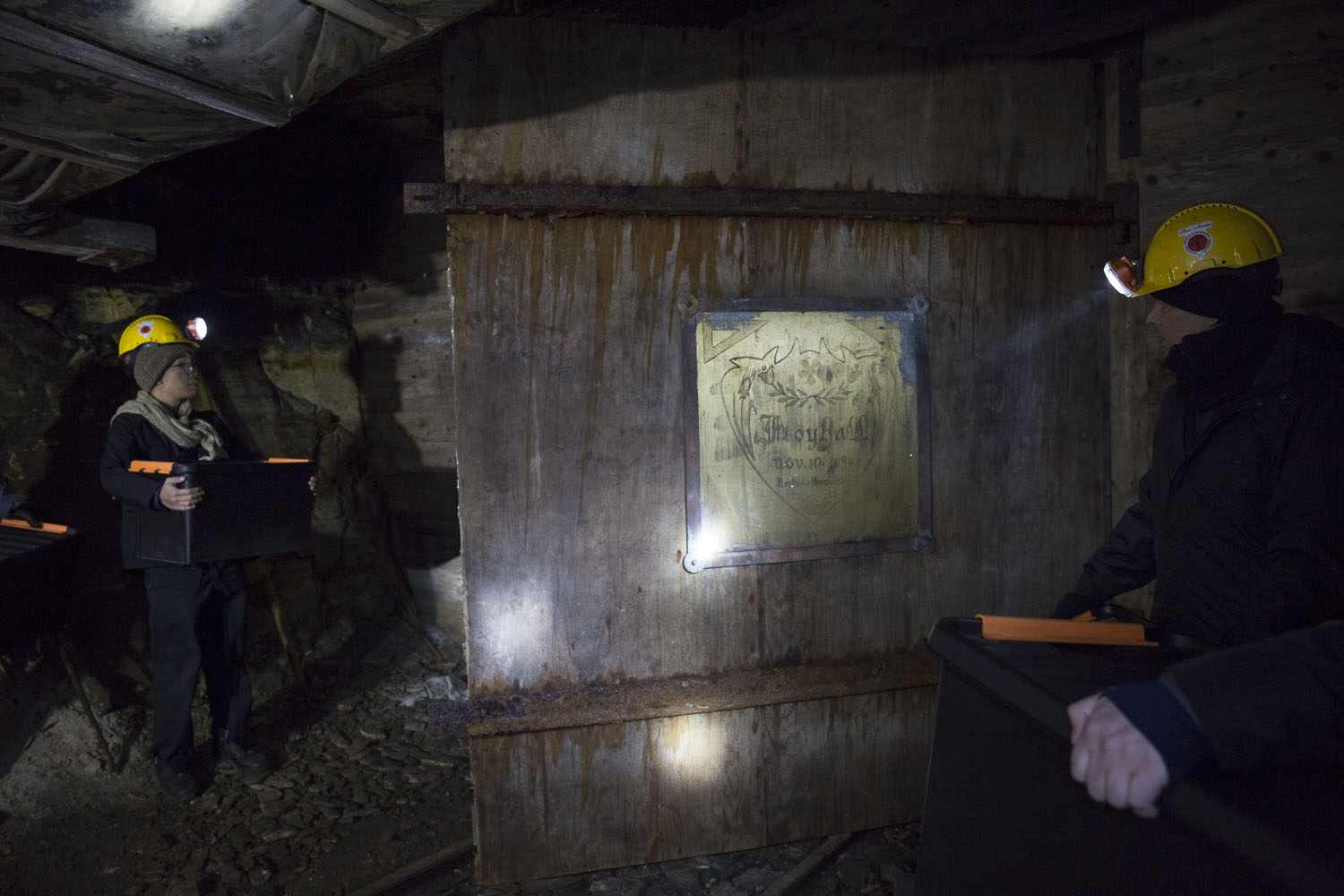 Opening the door to the seed room in Gruve 3 coal mine. Photo by Anna Laurent