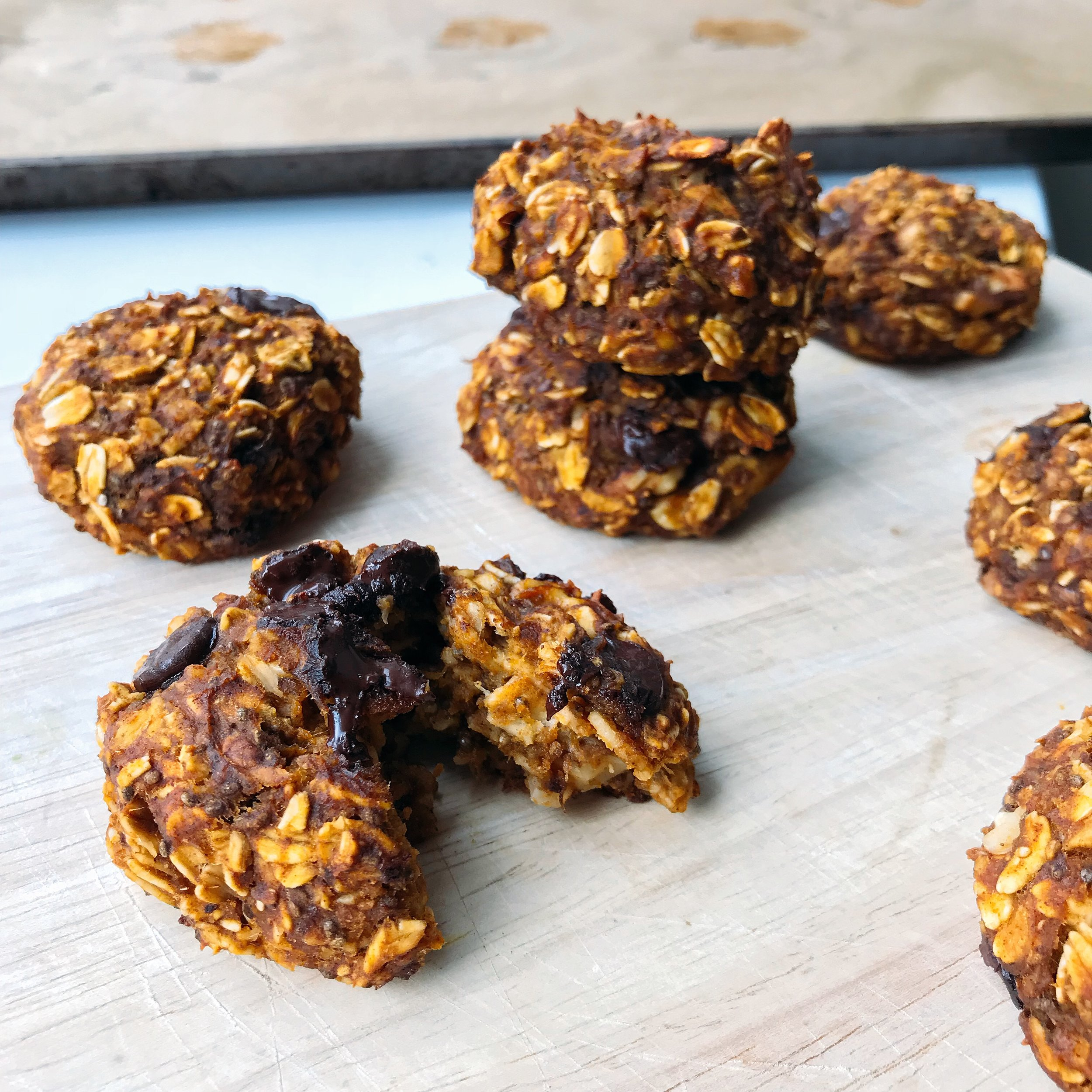 Slightly sweet chocolate chip pumpkin oatmeal cookies, sweetened with banana & made with hearty ingredients!