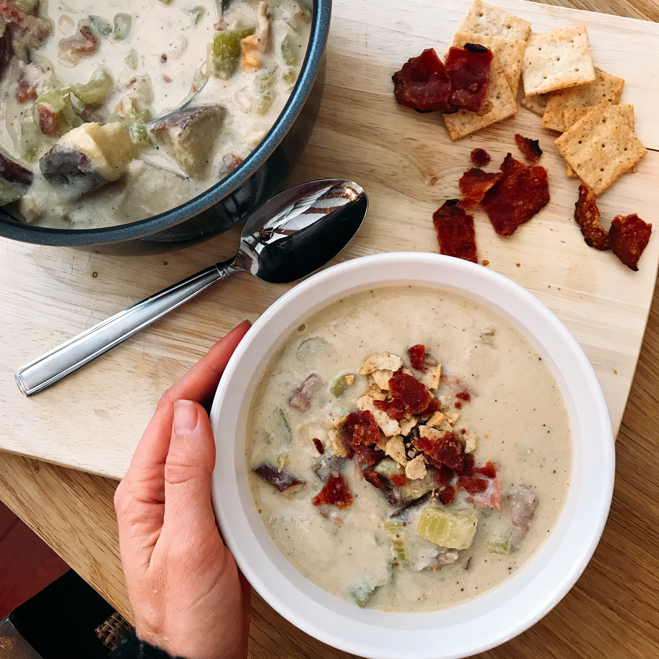 a homemade clam chowder that is not only SUPER creamy but dairy free!
