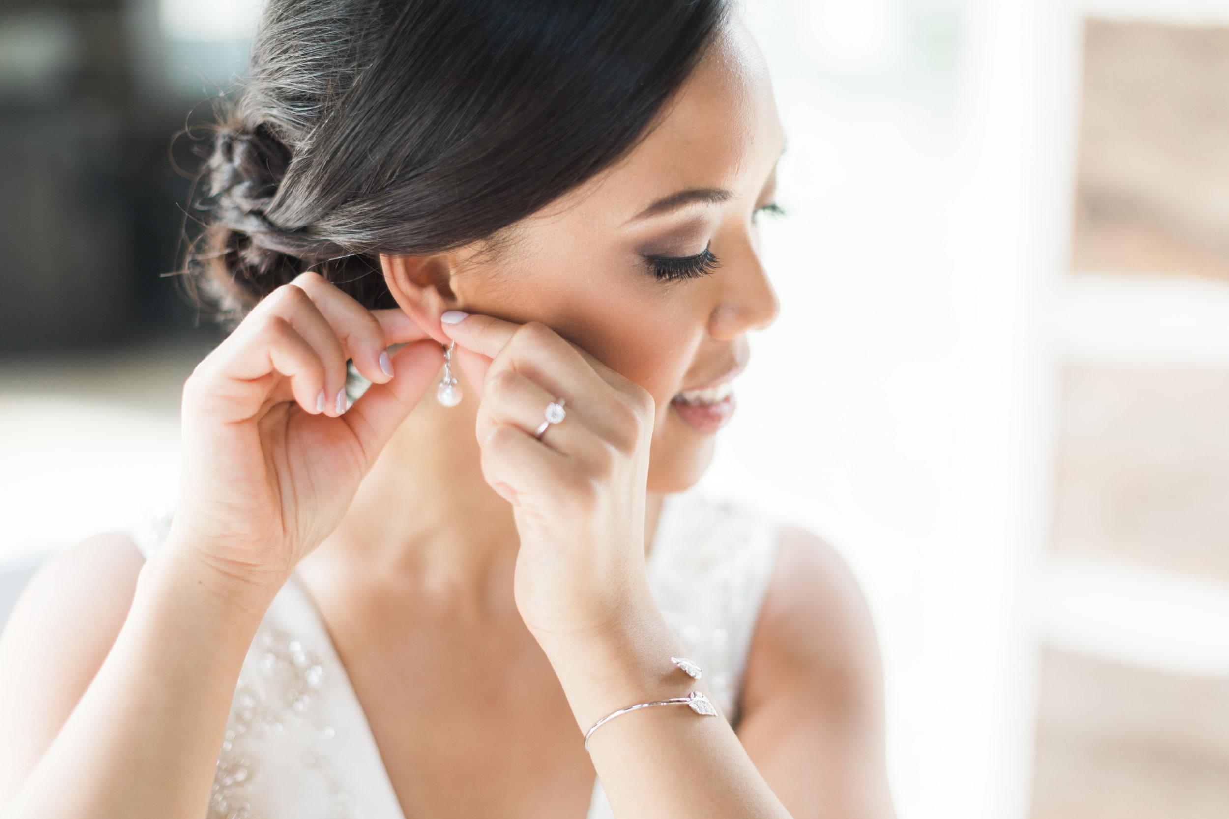 Alton Mills Wedding - Bride Getting Ready-59 - Copy.jpg