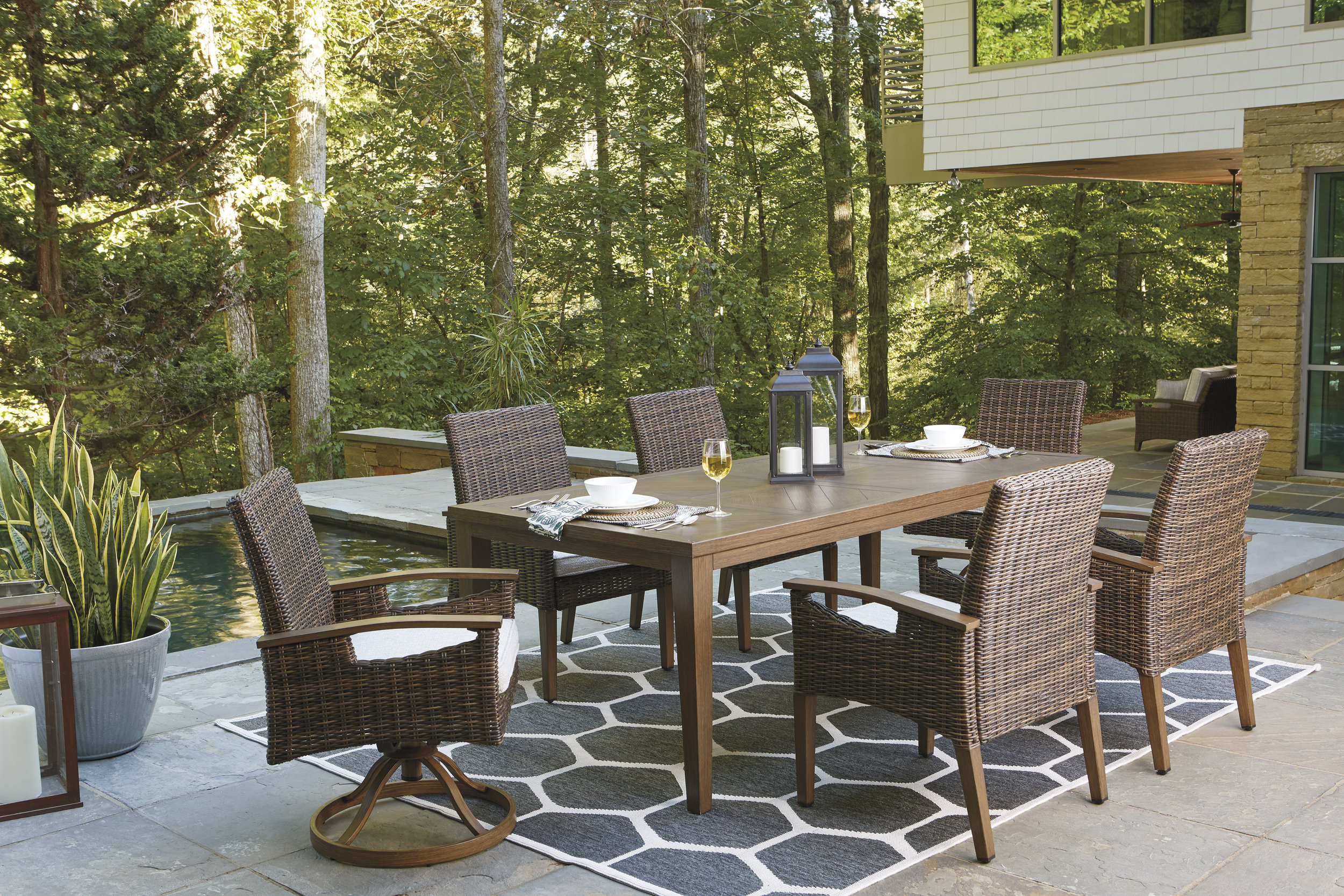 PARADISE TRAIL DINING TABLE