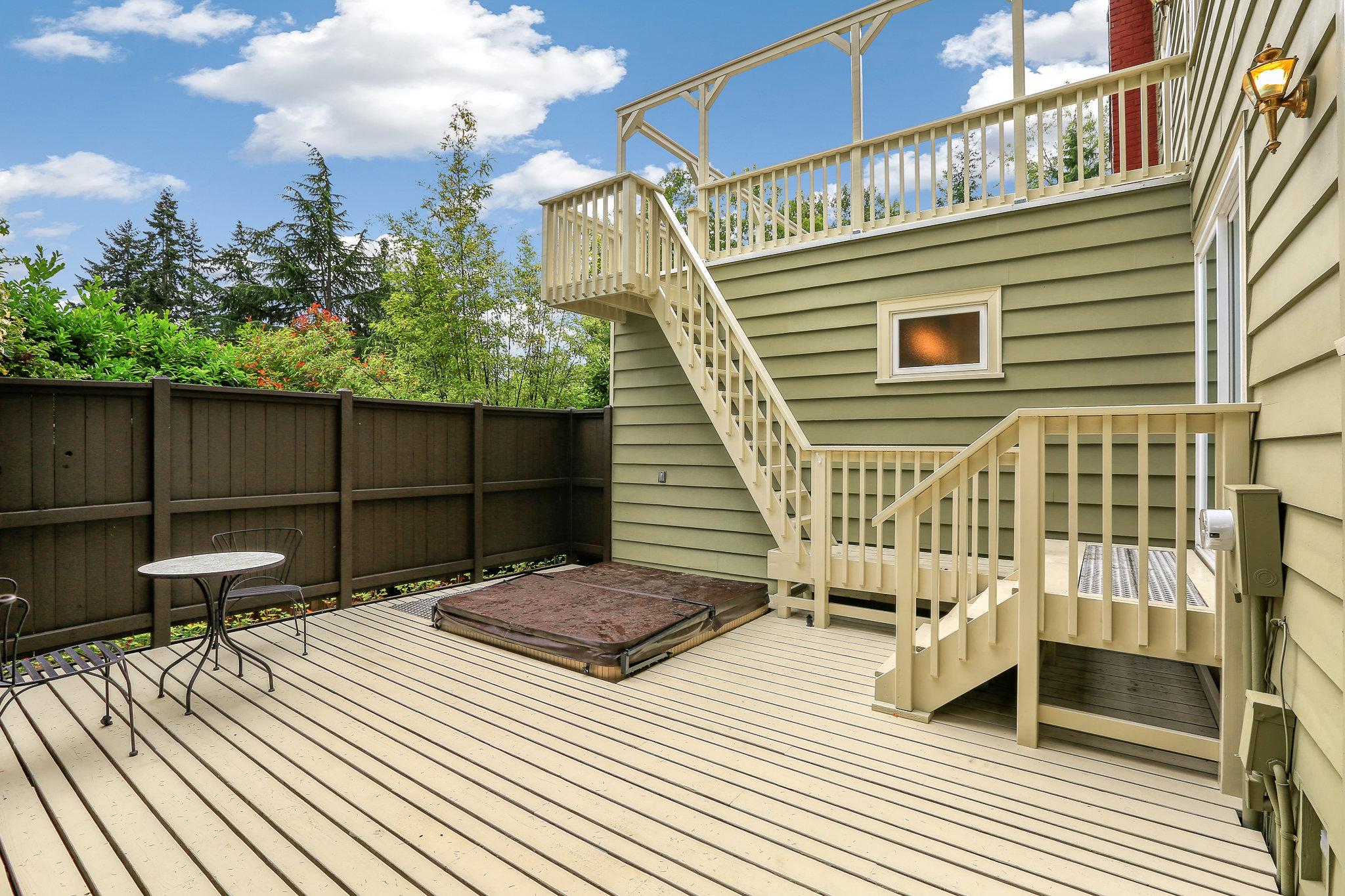 19.7.3 {Heather Rogers} 12354 35th Ave NE, Seattle - EDITED-0008 back deck.jpg