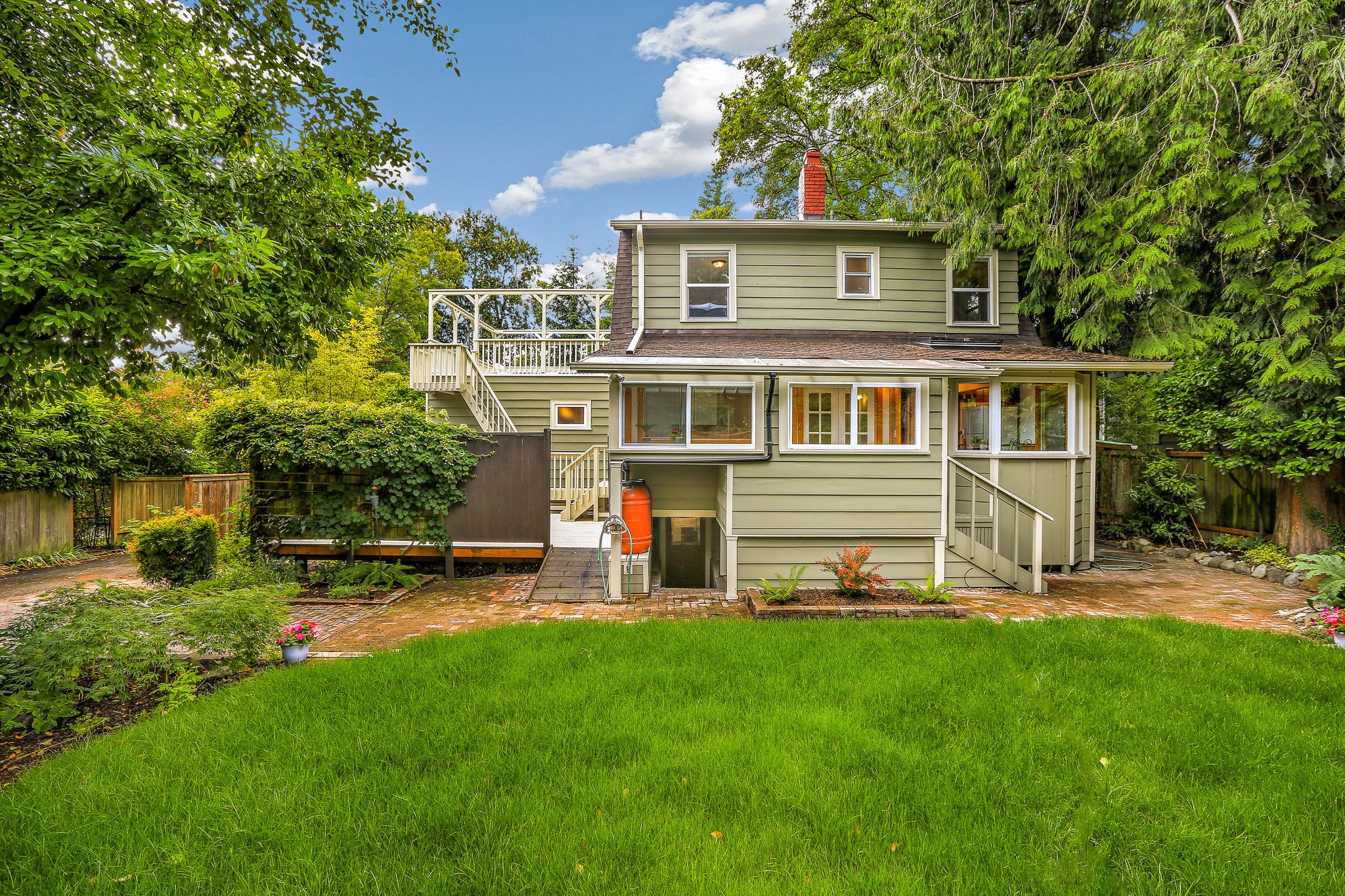 19.7.3 {Heather Rogers} 12354 35th Ave NE, Seattle - EDITED-0007 backyard.jpg