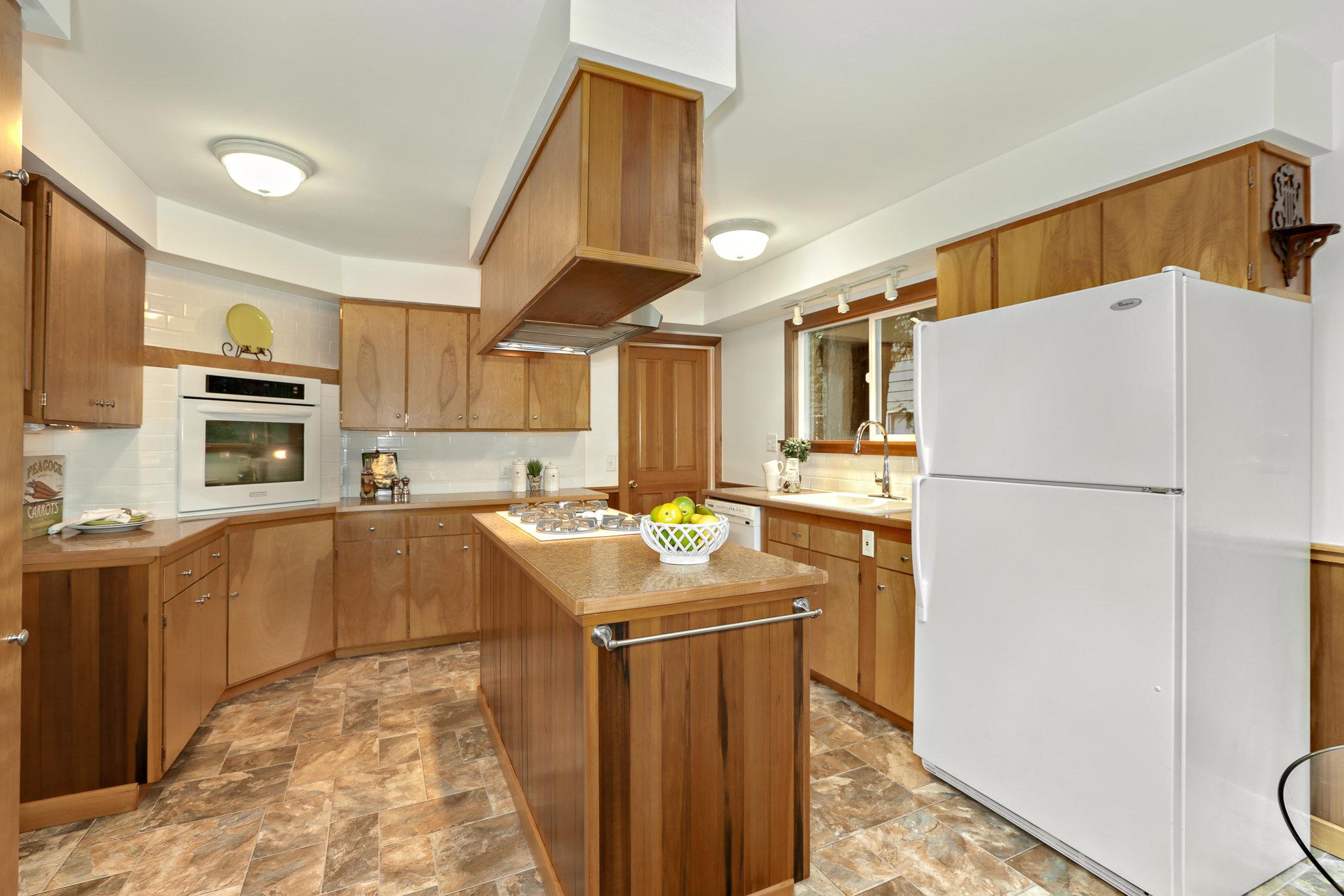 19.7.3 {Heather Rogers} 12354 35th Ave NE, Seattle - EDITED-0018 kitchen.jpg