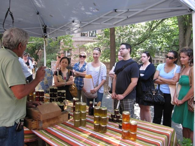 MEETING THE BEE FARMERS ON A PRAVASSA MARKET TOUR | PRAVASSA©