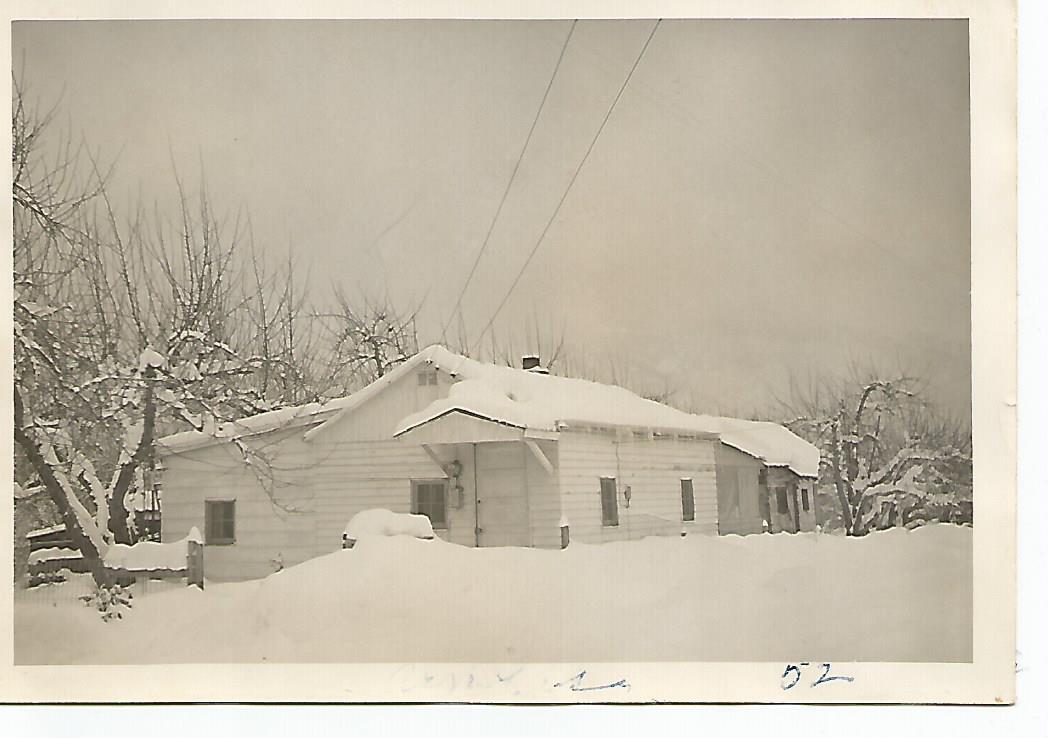 Arnold Nila home January1952.jpg