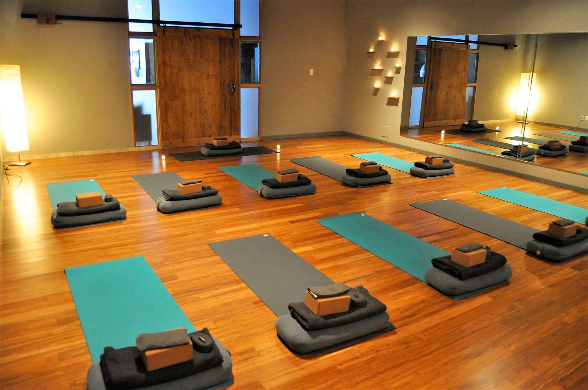 photos:  iLa Yoga