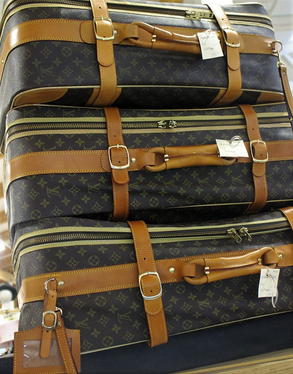 LOUIS VUITTON LUGAGE? - I don't know if they are real, but I did spot this luggage collection that claims to be Louis Vuitton at Apple Annies.   Perhaps honeymoon luggage to jet off to that beautiful tropical paradise you've always wanted to go to?  Each piece is priced at $300.
